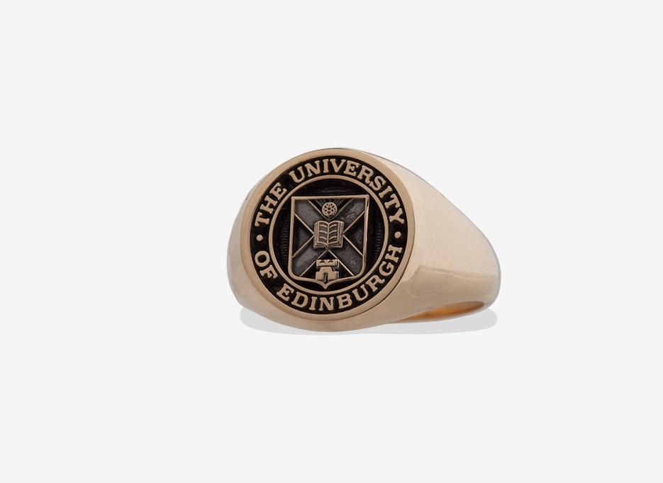 Oversized Signet in Gold, 18.5mm